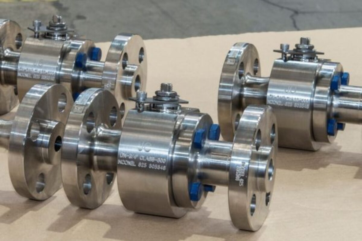 Ball valves with special connections for an offshore oil plant